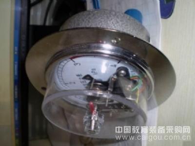 轴向带边膜盒电接点压力表