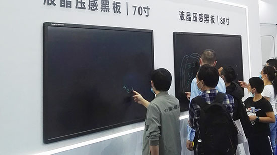 全系升级液晶压感黑板亮相第22届高交会