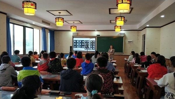 访华文众合CEO向大凤:破解书法教学难题,弘扬中华传统文化