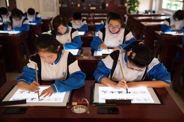 华文众合智慧书法教室推动青岛十六中智慧校园再升级