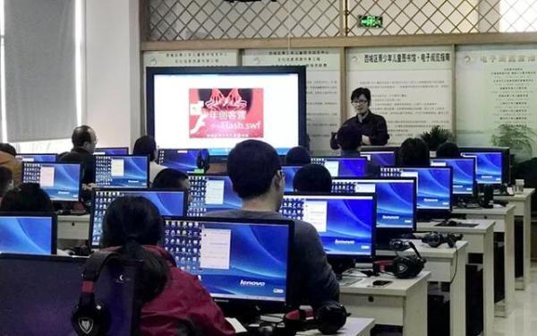 西城区青少年儿童图书馆组织少年创客营