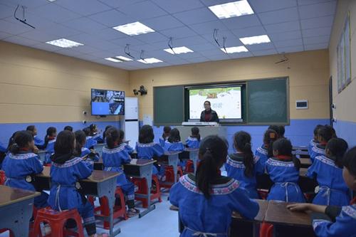 张家界凤凰县:信息化助推教育精准脱贫