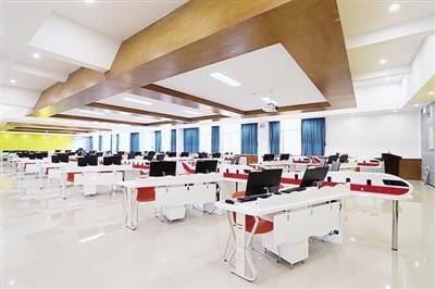 郑州一高校教学楼科技感十足走红网络